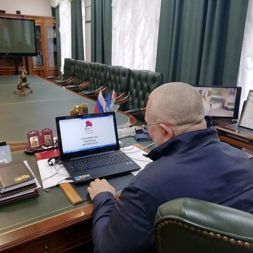 Владимир Семенов, красная гвоздика, компьютер