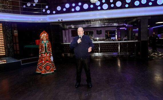 Владимир Семенов, сцена, фестиваль, национальности, венок дружбы