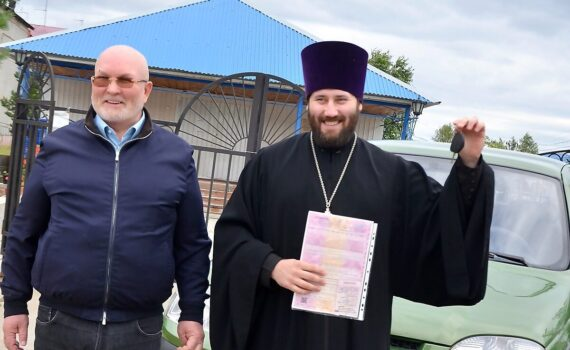 Артемий ШумбасовЮ Владимир Семенов, Каркатеевы, священник, машина